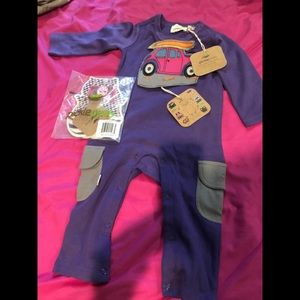 Other - Baby onesie body suit with detachable drool catch